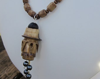 Necklace flower in bamboo, pearls of haematite, wood and bamboo, thread of hemp