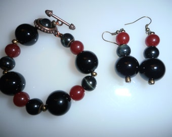 Onyx, Red Jade and Gray Tigers-Eye Bracelet and Earring Set