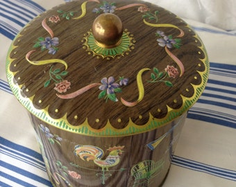 Vintage tin with woodgrain look