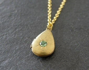 Vintage Peridot Teardrop Brass Locket Necklace, Vintage Locket, Keepsake, Gift for Her, Mother Gift