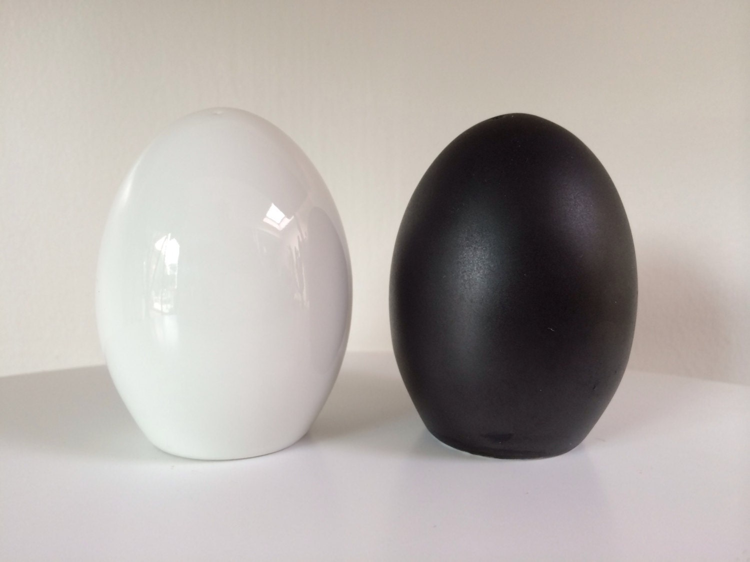 Vintage egg shape salt and pepper shakers for takahashi - Egg shaped salt and pepper shakers ...