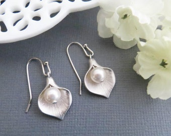 Flower Earrings, Calla Earrings, Mom Earrings, Dangle Earrings, Mothers Gift, Birthday Gift, Earrings for Mom, Gift for Wife, Grandma Gift
