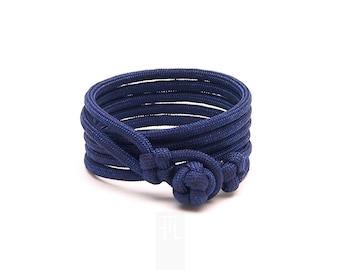 man paracord wrap bracelet in dark blue rope made in italy, bracelet for him, ultramarine paracord bangle bracelet