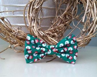 Dog Bow / Bow Tie - Green w Tiny Snowmen