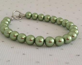 Green Pearl Bracelet, Bridesmaid Jewelry, Green Wedding, Green Jewelry, Olive Green Bracelet, Sage Green
