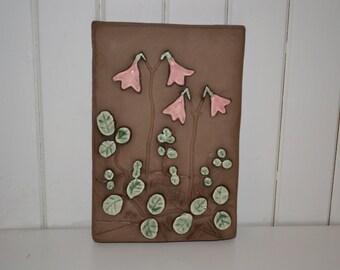 Ceramic plaque flower Linnea by Annika Kihlman Jie, Made in Sweden