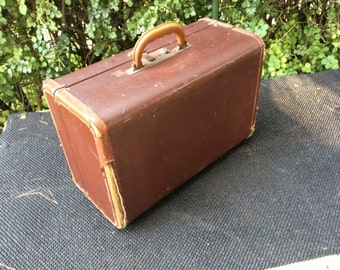 Pet Carrier Vintage Mercury Travel Case 1950s.  Very sturdy, but has been used a lot ....