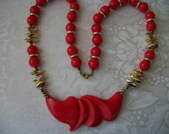Vintage Chunky Red / Gold Tone / Lucite Bead Necklace / Pendant / Gift / Women / Vintage / Collectible / Retro / Designer / Art Deco