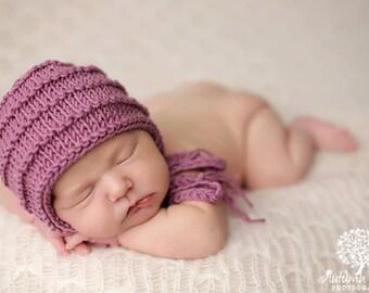 Newborn knitted bonnet.. newborn hat.. newborn bonnet... newborn photography prop... newborn knit hat