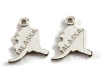 2x Silver Plated Engraved Alaska State Charms - M072-AK