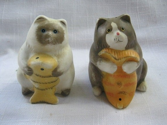 Vintage cat and fish salt and pepper shakers by junkblossoms for Fish salt and pepper shakers