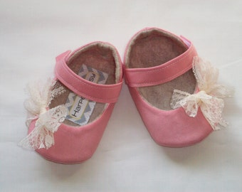 HATTIE baby girl shoes - coral with lace bow