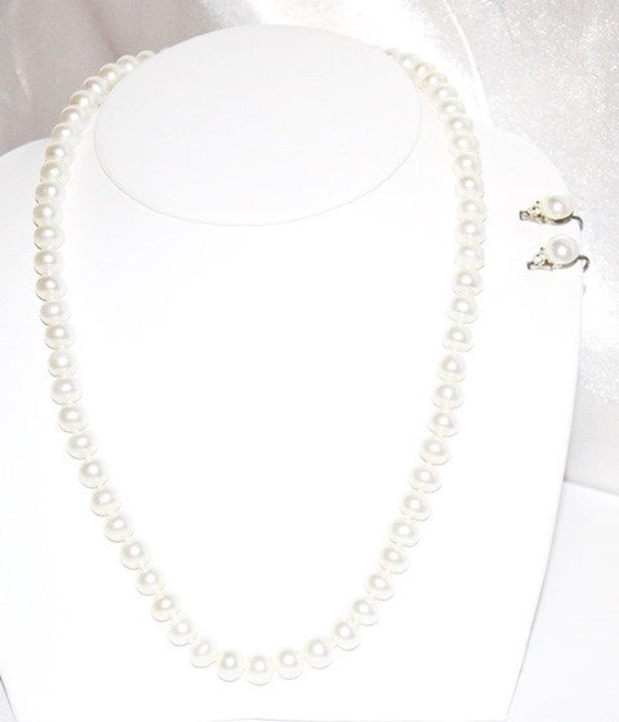 Single Strand Pearl Necklace: Vintage Single Strand Pearl Necklace With Mated Screw Back