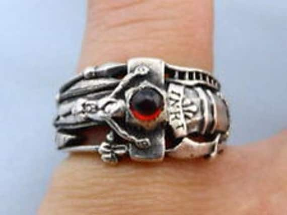 RETIRED JAMES AVERY Martin Luther Garnet Sterling Silver Ring