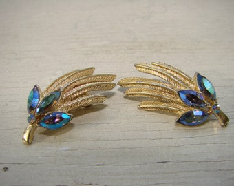 CORO 1950's blue marquis shaped rhinestones surrounded by  textured gold tone set of clip on vintage classic earrings. Perfect with a tee.