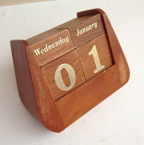 einzigartige ewiger kalender aus holz w rfel 60er jahre aus. Black Bedroom Furniture Sets. Home Design Ideas