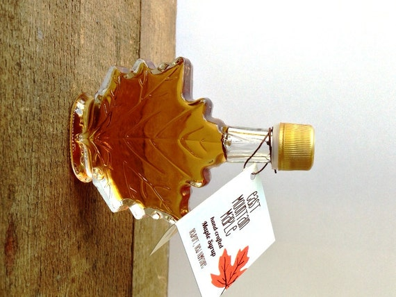maple syrup wedding favor 17 oz maple leaf bottle rustic wedding favor