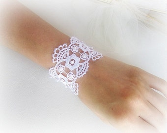 Lace bracelet, embroidered lace bracelet, bridalbracelet, lace flowers bracelet, ivory white lace bracelet, bridesmaid bracelet