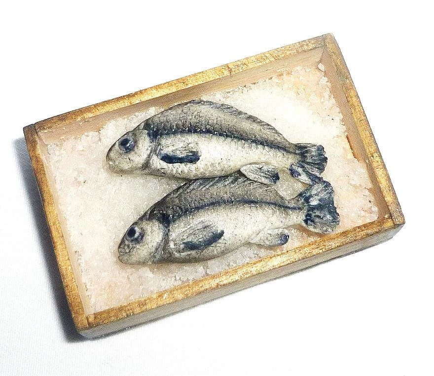 Reallistic Dollhouse Miniature 2 Fish In A Wooden Box With Ice