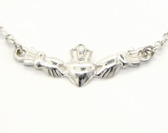 Ladies sterling silver Irish Claddagh Pendant.