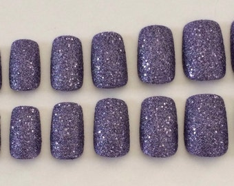 Set of 20 textured, sparkly purple nails in 10 different sizes