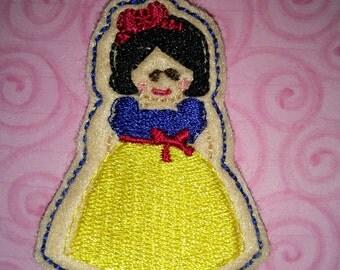 Set of 4 Snow White Princess Cutie Feltie Felt Applique Bow! Snow White and Seven Dwarfs Hair Bow Planner Clip Birthday Party Felties