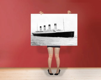 RMS Titanic Poster Rolled Art Print British passenger liner / Ship that sank in the North Atlantic Ocean Photo