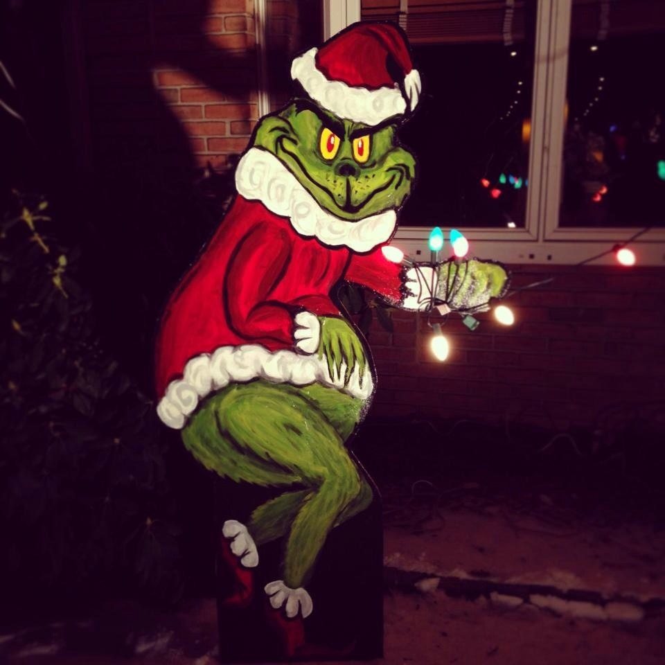 Grinch stealing lights christmas decorations -  Grinch Stealing Christmas Decoration Lights From House Zoom