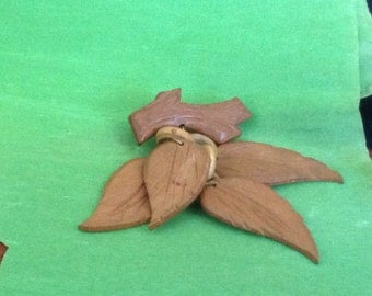 Retro 30's Wooden Leaf Pin