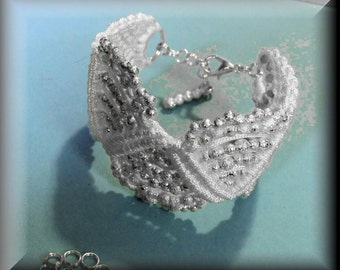 Macrame Bridal Wave Bracelet Tutorial. Easy to Follow Instructions.