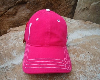 Women's Golf Hat Fuchsia with Embroidered Tee Design | Great Golf Gift Idea!