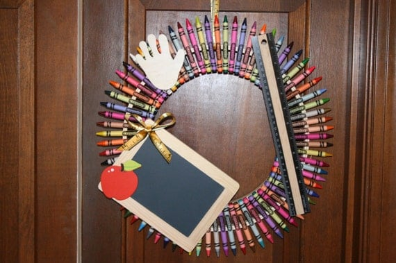 Crayon wreath teacher gift teacher wreath teacher for Art room decoration school