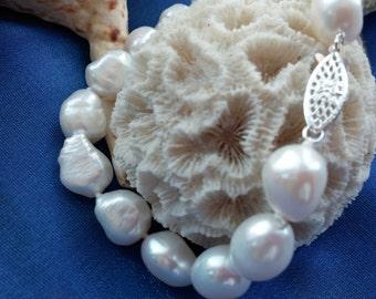 White Baroque Freshwater Pearl Bracelet LP222