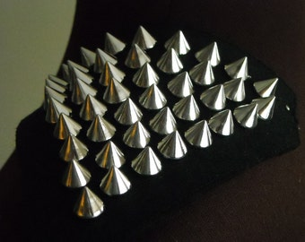 1 pair of shoulder studs / spike trims, silver spikes on black felt