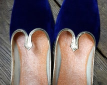 Handmade Wholesale Royal Blue Velvet Mojari Men's Flats shoe jooti jutiya juti.
