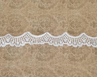 White Scalloped Lace Trim 5 Yards  NLT00037