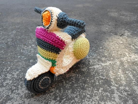 Pattern Vespa motorbike amigurumi. By Caloca Crochet from ...
