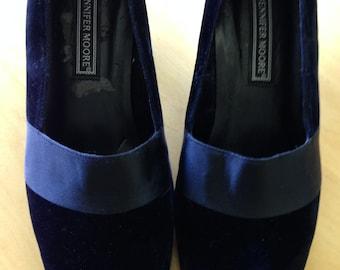 Vintage Jennifer Moore black velvet pumps with satin band trim piece. Women's  U.S. size 8 1/2 medium