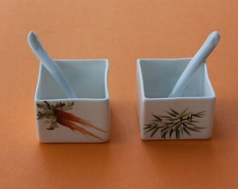 A bowl for sauces, jams, or dips, even as sympathetic placeholder