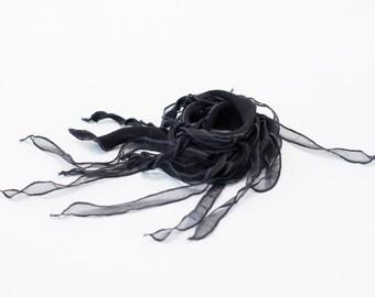 TIPHYLAD textile necklace - Black