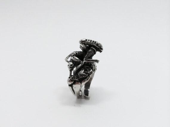 Alien Eat Woman Naked Kill Predator Skull 925 Sterling Silver-9012