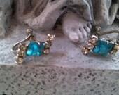 Turquoise colored rhinestone earrings..silvertone..screw backs..vintage 1960s