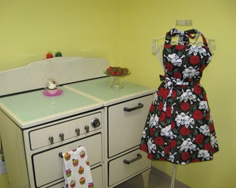 Skulls and roses apron made to order.