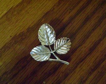 vintage SARAH COVENTRY silver brooch leaf broochvintage costume jewelry