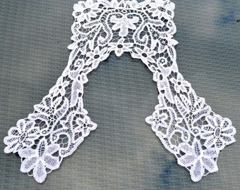 Antique Fine White Lace Collar - Bobbin lace - Large - Squared back and sides. Bridal Dress Accessory. Women's Blouse Trim. Vintage Fashion