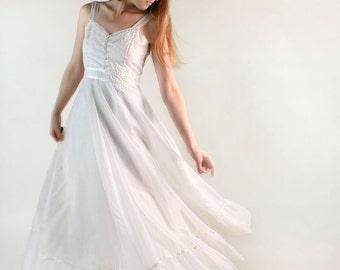 Vintage Gunne Sax Dress - 1970s Pure White Swiss Dot Country Ruffle Maxi Dress - Small XS