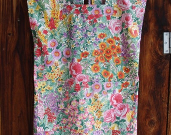 Size 8-10 Mama San Mamasan Kappogi Sleeveless Full Coverage Apron in Garden Flowers (Size Small, 8-10)