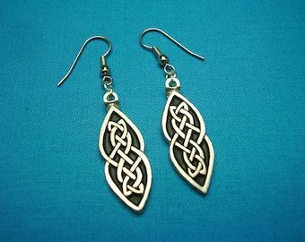 Celtic Knotwork Earrings, Pair , Handcast in Silver Pewter, STK195