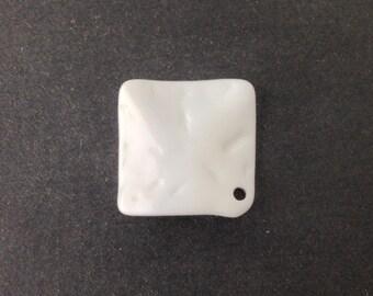 Vintage White Etched Square Wavy Acrylic Pendants 20mm (4) pnd149H