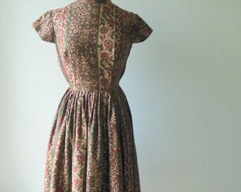 Sale Alder Changing dress • vintage 1950s dress • floral cotton 50s dress • Jr Miss Dress